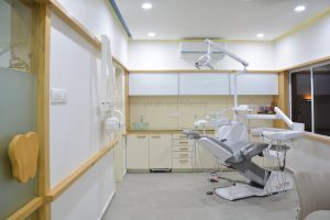dental clinic design - Hassle-free movement around chair