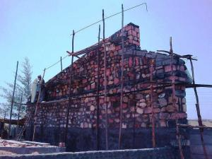 2.-stone-wall-villa-aaranyak-making-7