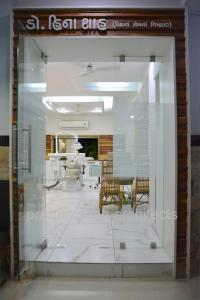 Dental Clinic Entrance @ prarthana Hospital Prarthit Shah Architects Rajkot