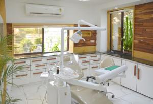 Dental Clinic chair @ prarthana Hospital Prarthit Shah Architects Rajkot