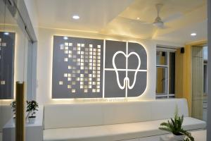Roots dental clinic Logo Design