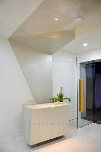Roots dental office reception  Prarthit Shah Architects