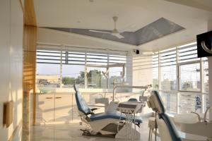 Roots dental clinic interior  Prarthit Shah Architects Rajkot