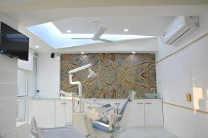 Roots dental office operatory design