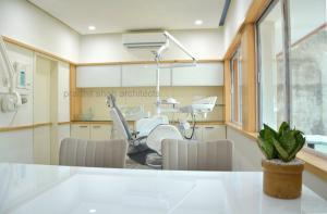 Smile dental clinic lighting @ sardarnagar main road prarthit shah architects rajkot (2)