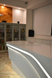 office-table-design-images-india--prarthit-shah-interiors