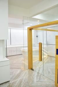 white-office-interior-design-gujarat---prarthit-shah-architects