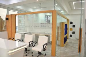 white-office-interior-rajkot---prarthit-shah-architects